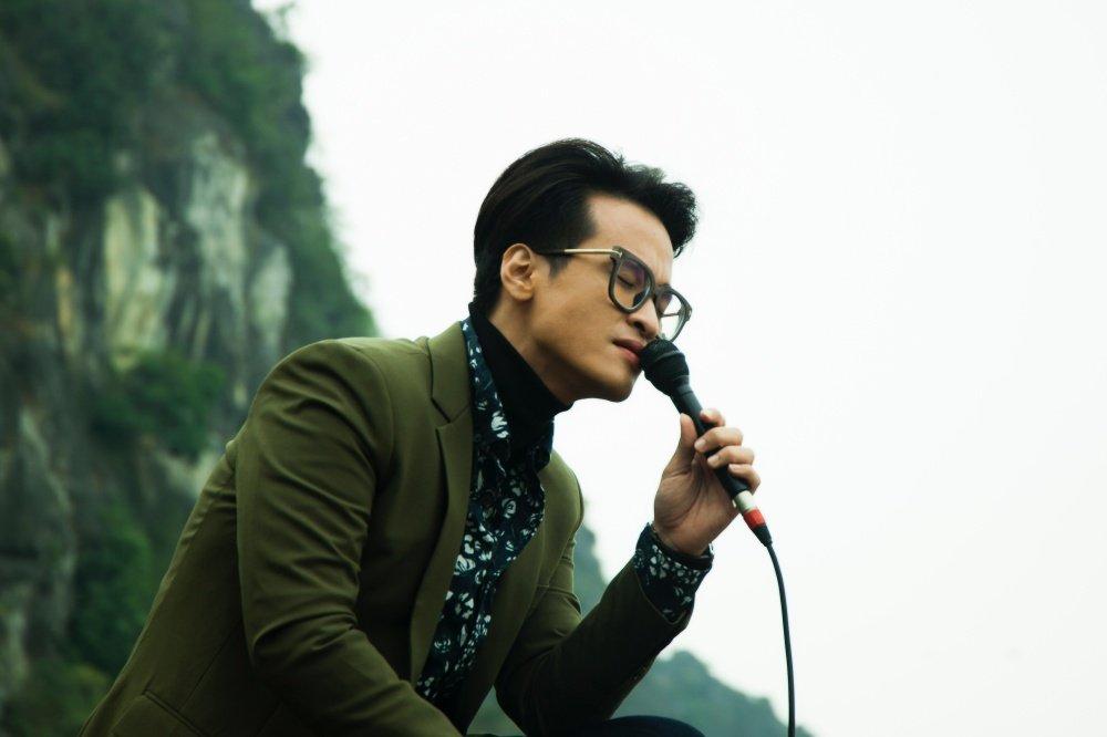 Lam moi hit Bolero 'Qua con me', Ha Anh Tuan khien nguoi xa que roi nuoc mat hinh anh 2