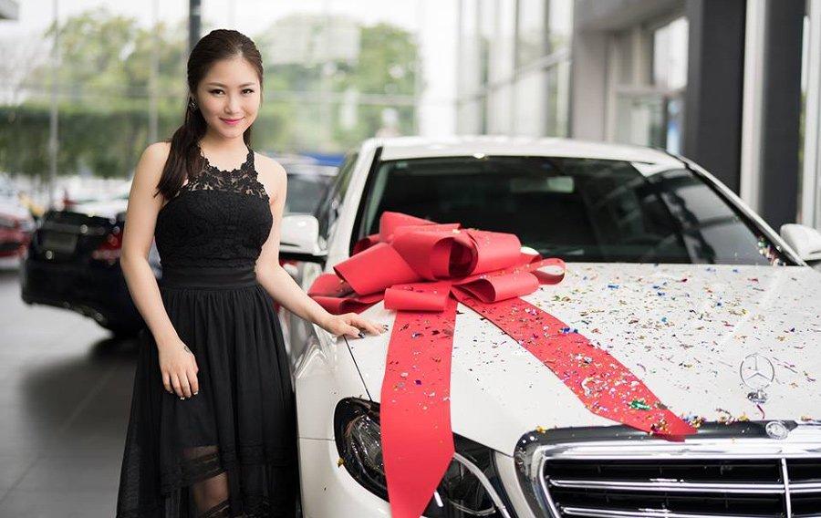 Mua xe tien ty hon 1 nam, Huong Tram tau tiep biet thu truoc Tet Nguyen Dan hinh anh 2