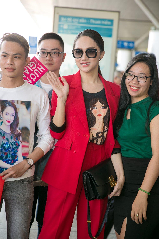 Huong Giang mang 50 kg hanh ly sang Thai Lan thi 'Hoa hau Chuyen gioi' hinh anh 3