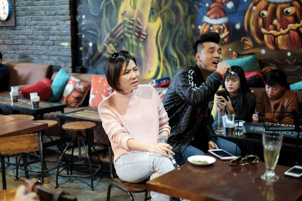Thu Minh de mat moc, gian di tap hat cung Ung Hoang Phuc hinh anh 2