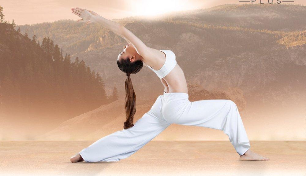 Ho Ngoc Ha khoe eo thon, khuyen khich phu nu tap yoga hinh anh 2