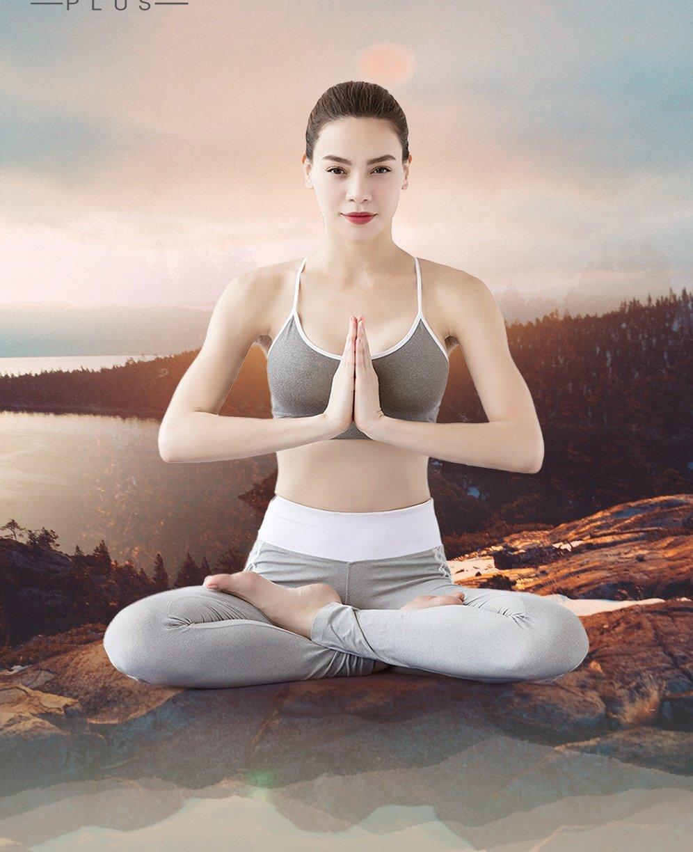 Ho Ngoc Ha khoe eo thon, khuyen khich phu nu tap yoga hinh anh 1