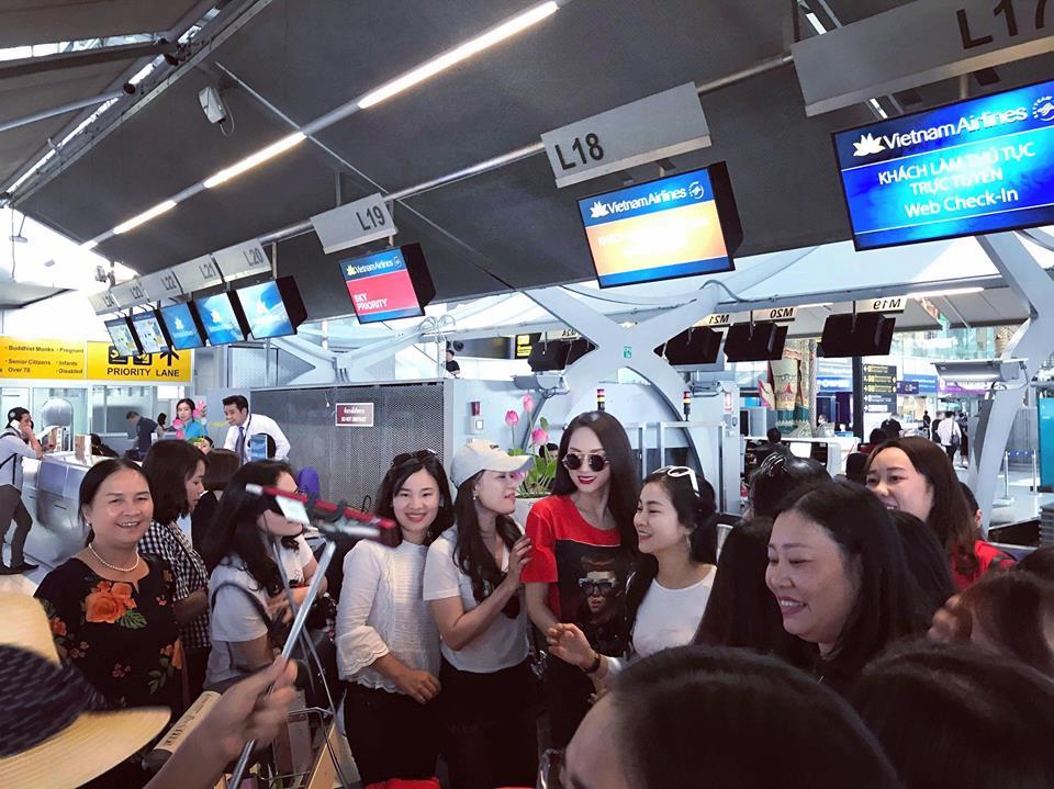 Video: Huong Giang bi fan tai Thai Lan vay kin truoc gio ve nuoc hinh anh 6