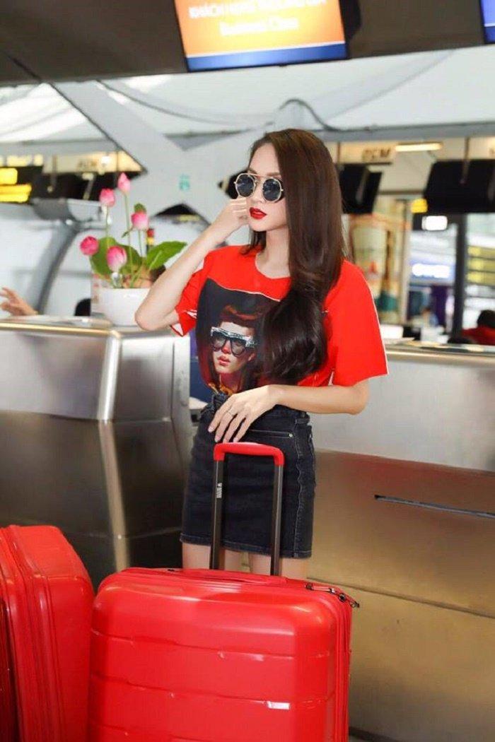 Video: Huong Giang bi fan tai Thai Lan vay kin truoc gio ve nuoc hinh anh 3