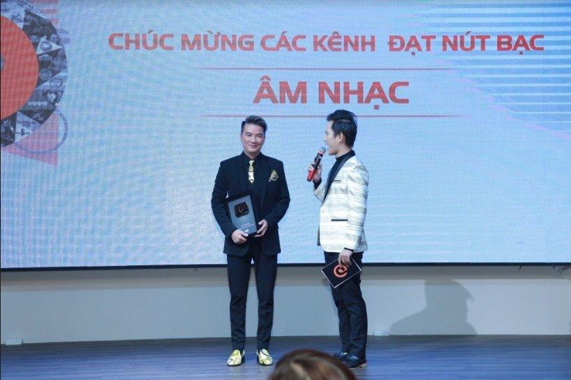 VTC1 nhan nut Vang, Dam Vinh Hung nhan nut Bac cho kenh am nhac rieng hinh anh 1