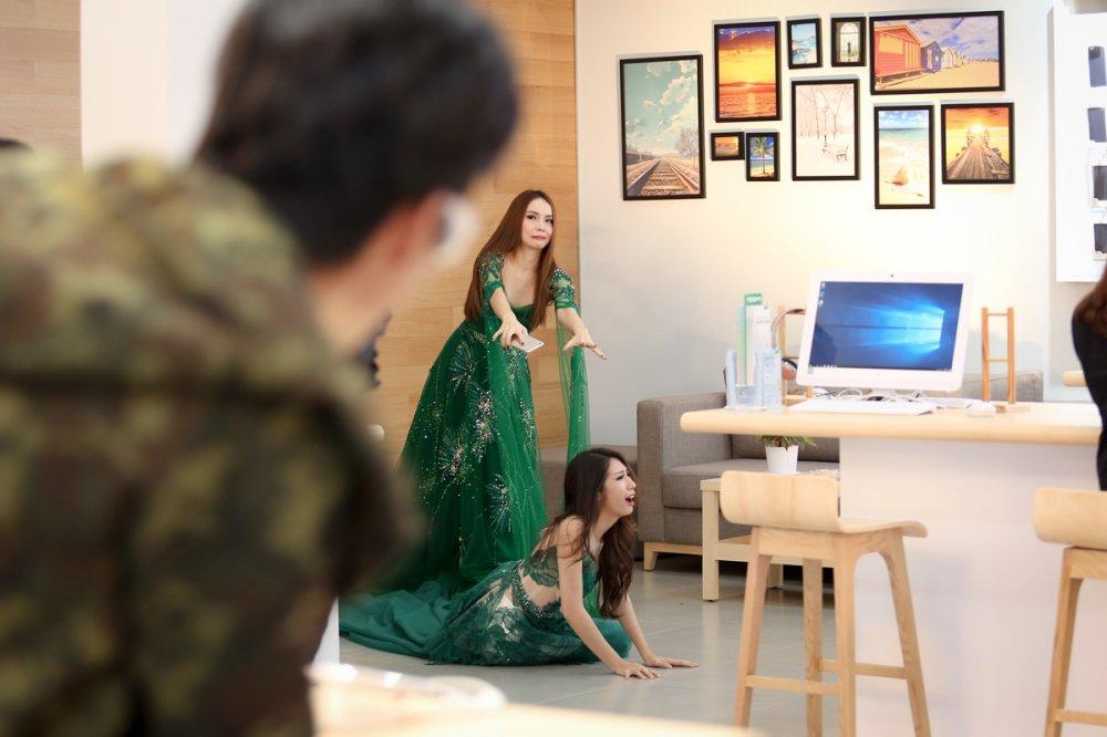 Yen Trang bi to xo nga, chen ep Khong Tu Quynh hinh anh 1