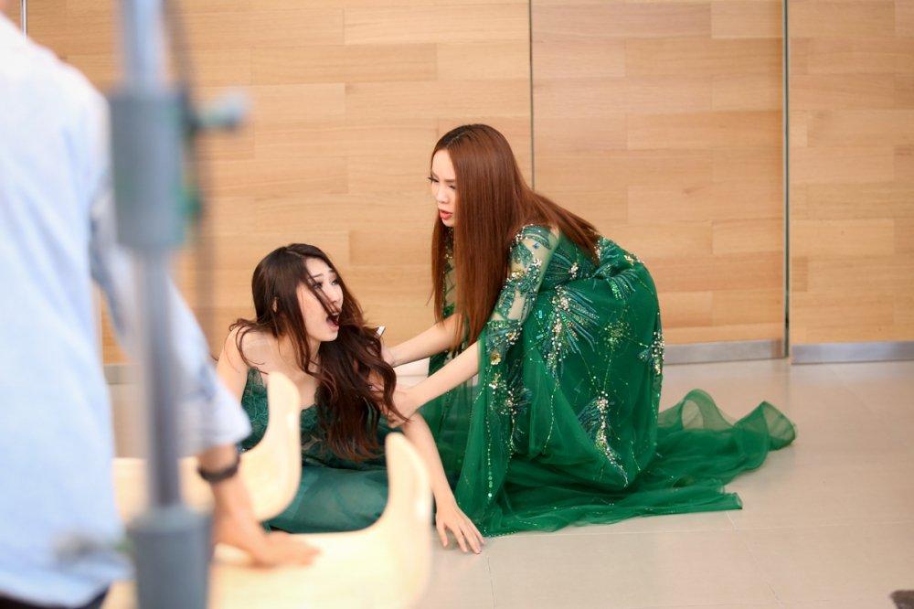Yen Trang bi to xo nga, chen ep Khong Tu Quynh hinh anh 4