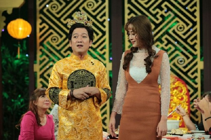 Nam Em, Chi Pu cu ra san pham moi la co scandal hinh anh 1