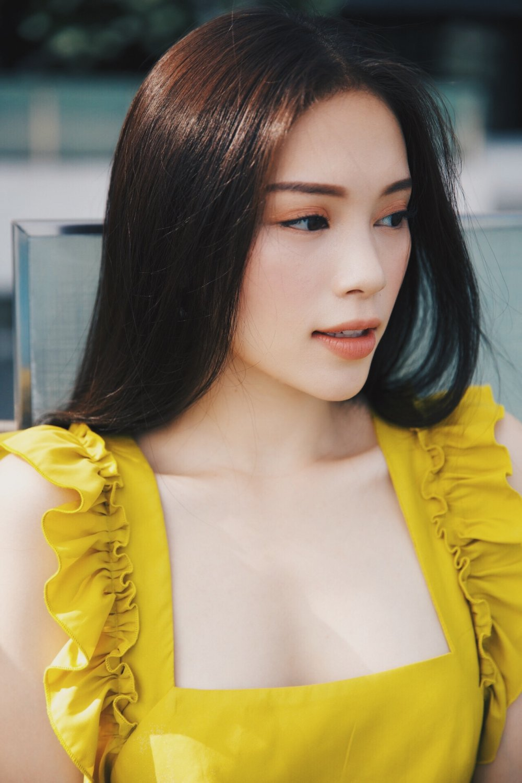 Hoc tro Pham Huong khoe eo thon, lung tran hut anh nhin hinh anh 7