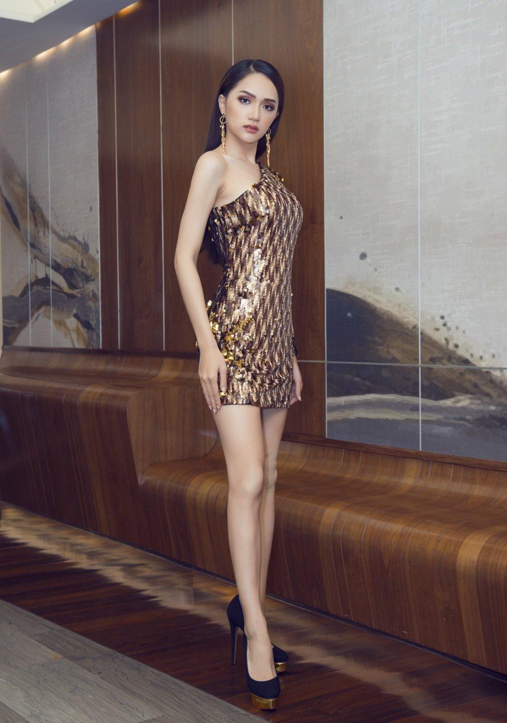 Hoa hau Huong Giang khoe nhan sac xinh dep o Thai Lan hinh anh 1