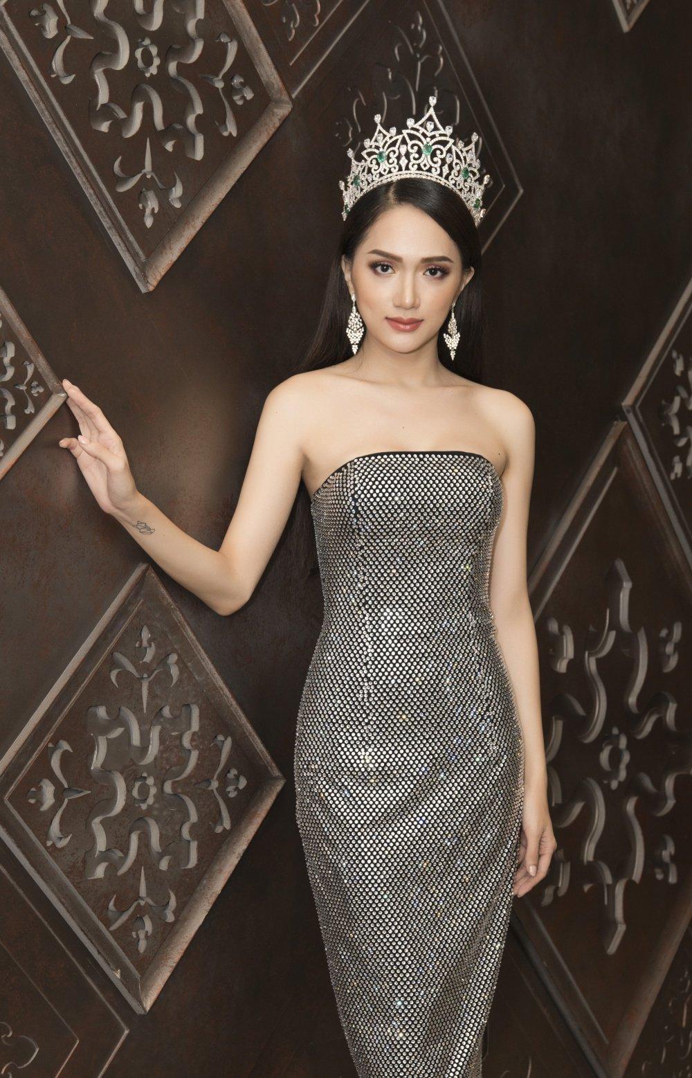 Hoa hau Huong Giang khoe nhan sac xinh dep o Thai Lan hinh anh 7