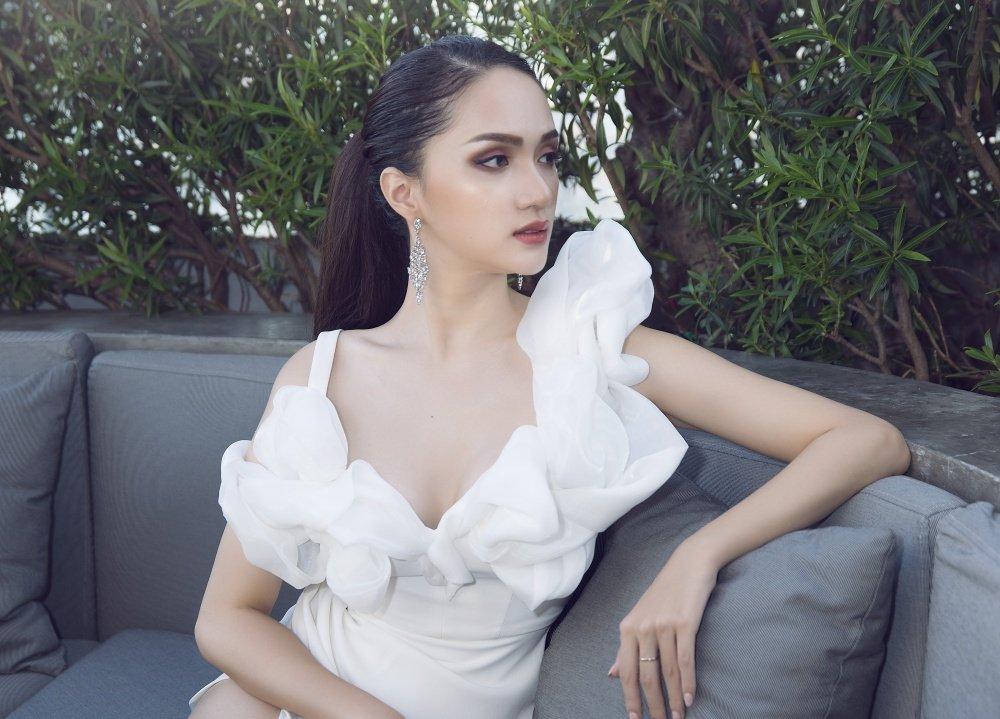 Hoa hau Huong Giang khoe nhan sac xinh dep o Thai Lan hinh anh 2