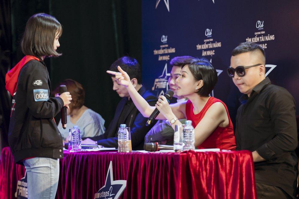 Tra My Idol, Trang Phap 'mat tron mat det' xem Thu Minh thi pham cho thi sinh hinh anh 1