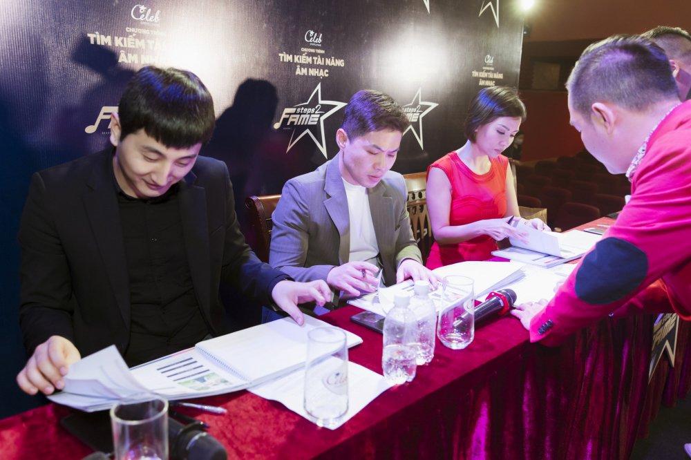 Tra My Idol, Trang Phap 'mat tron mat det' xem Thu Minh thi pham cho thi sinh hinh anh 8