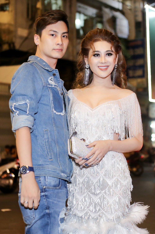 Chong Lam Khanh Chi an can cui nguoi chinh vay ao cho vo hinh anh 3
