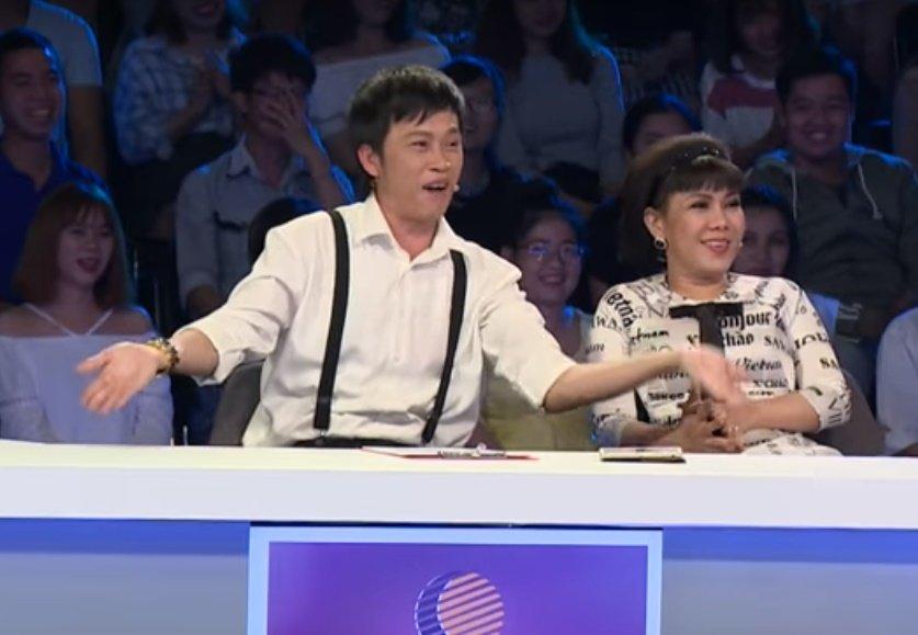 Hoai Linh tai ngo Viet Huong, hao hung hat mot doan ca khuc 'PPAP' hinh anh 1