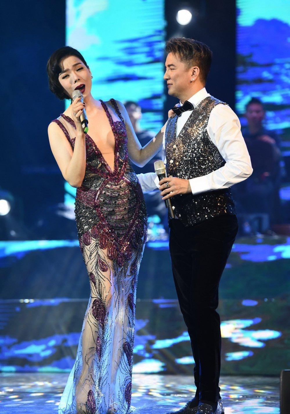 Vua ve nuoc, Huong Giang hat trong liveshow chung cua Dam Vinh Hung - Le Quyen hinh anh 1