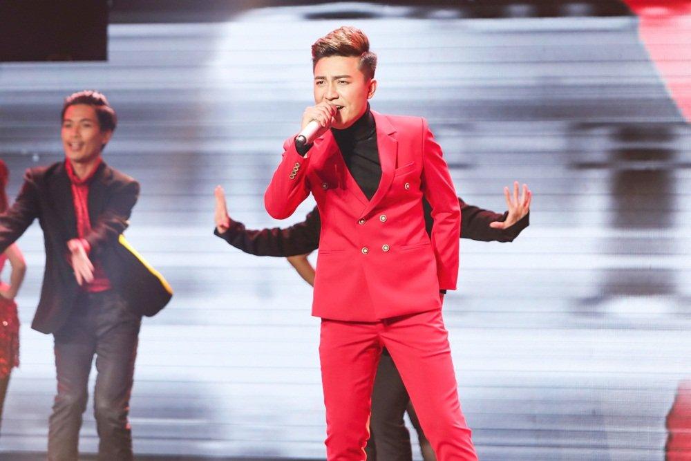 Quang Le dua hoc tro di hat karaoke nguyen dem de tap luyen hinh anh 8