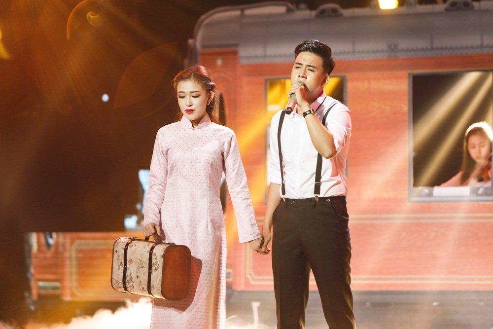 Quang Le dua hoc tro di hat karaoke nguyen dem de tap luyen hinh anh 7