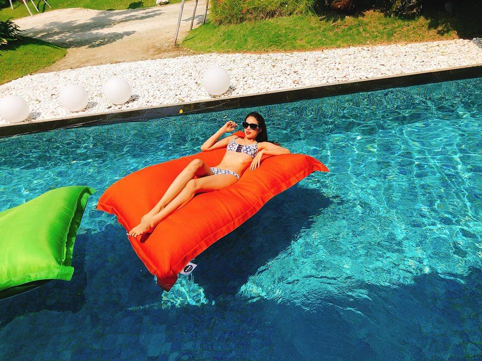 Hoa hau Pham Huong khoe so do 3 vong dang ghen ti voi bikini hinh anh 3