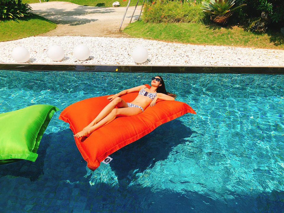 Hoa hau Pham Huong khoe so do 3 vong dang ghen ti voi bikini hinh anh 2