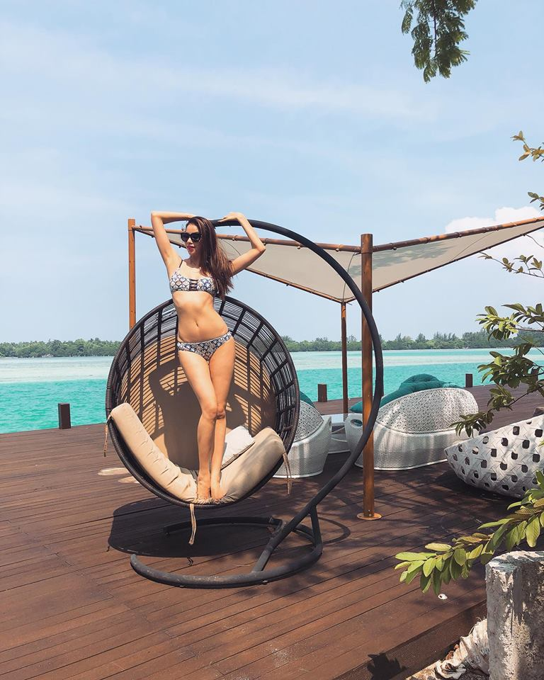 Hoa hau Pham Huong khoe so do 3 vong dang ghen ti voi bikini hinh anh 1