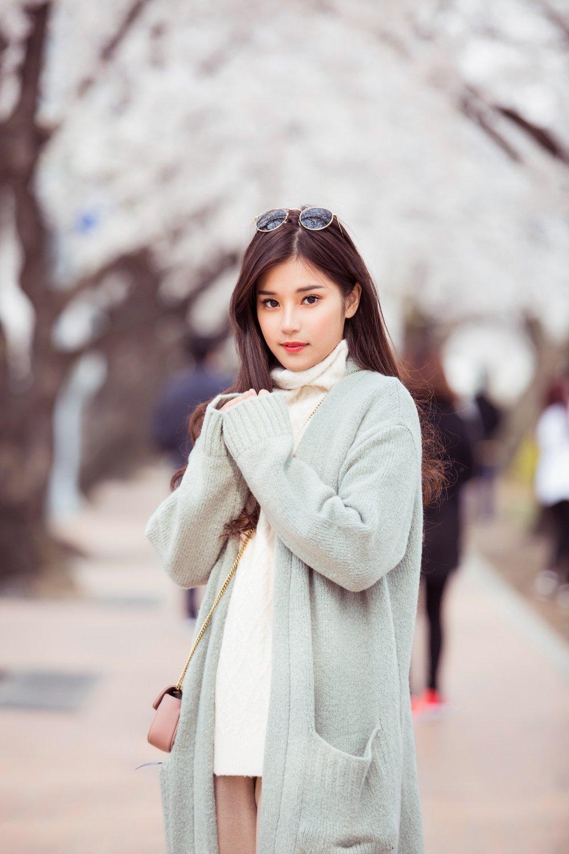 Hoang Yen Chibi tu lam stylist, khoe nhan sac trong veo tai Han Quoc hinh anh 1