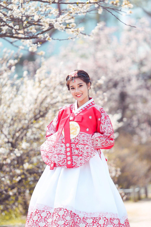Hoang Yen Chibi tu lam stylist, khoe nhan sac trong veo tai Han Quoc hinh anh 5