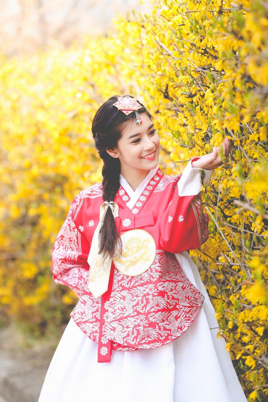 Hoang Yen Chibi tu lam stylist, khoe nhan sac trong veo tai Han Quoc hinh anh 6