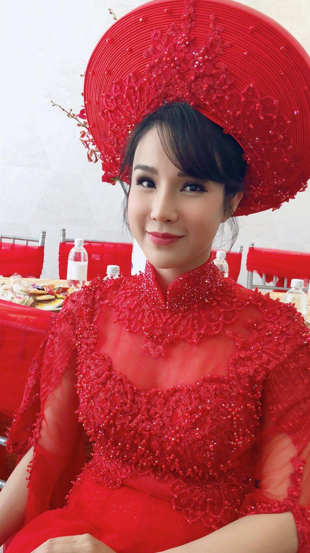 Diep Lam Anh dien ao dai do noi bat, tinh tu 'khoa moi' chu re Duc Pham hinh anh 4