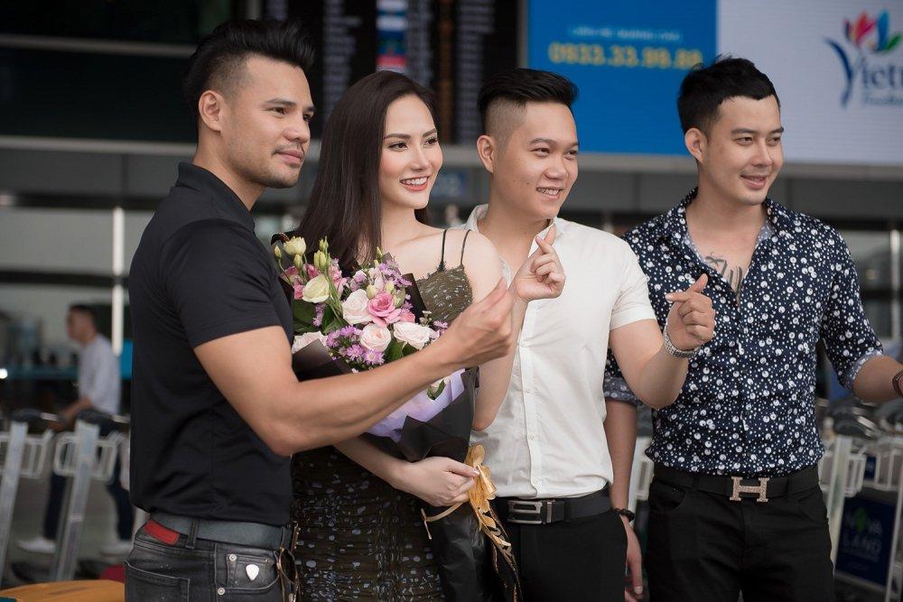 Dieu Linh mang hon 30 bo trang phuc du thi 'Nu hoang Du lich Quoc te 2018' hinh anh 3