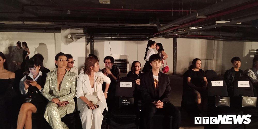 Vua noi khong quen, Khanh My 'dung do', ngoi gan Nha Phuong trong show thoi trang hinh anh 1