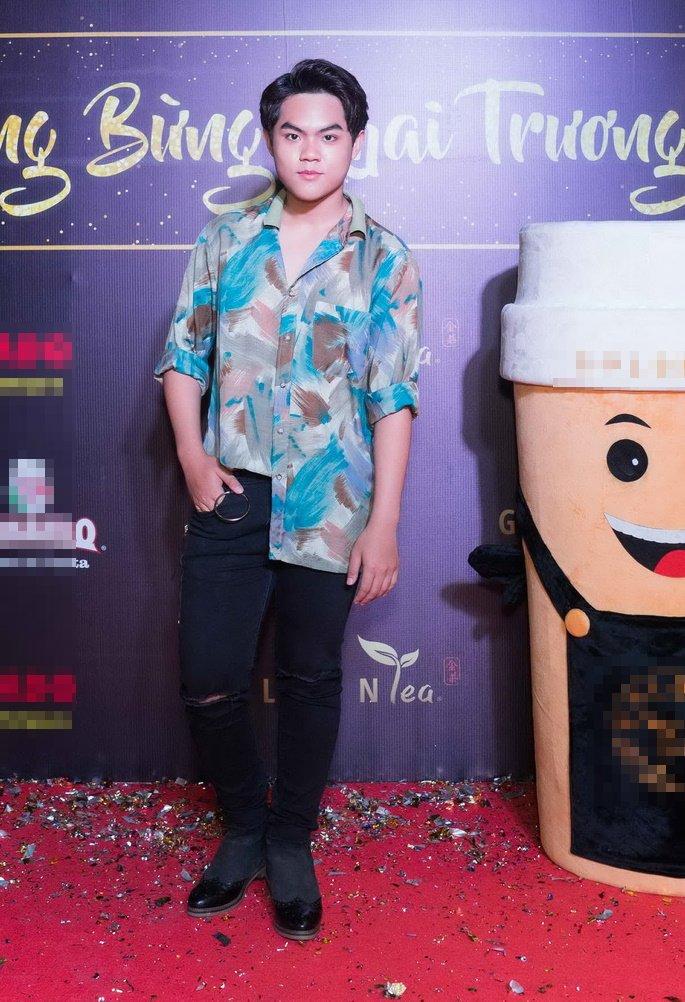 Thai Hoa dien trang phuc gian di cung vo con den chuc mung ban than hinh anh 7