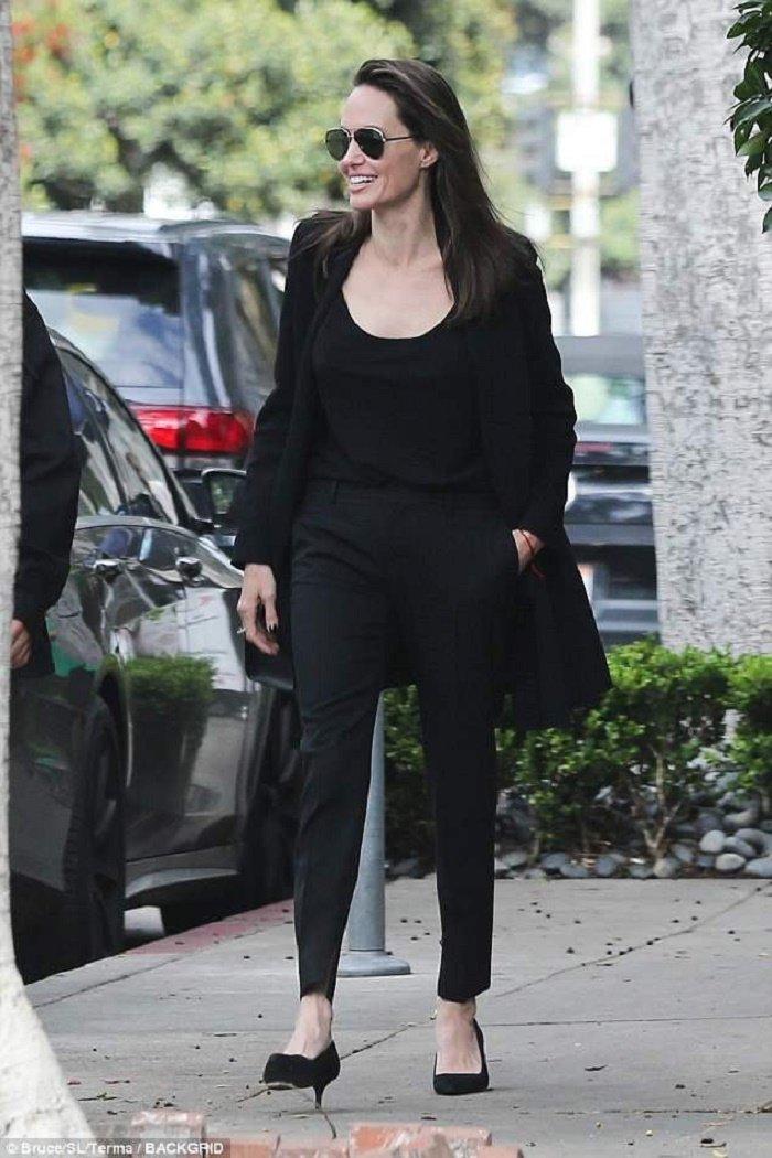 Pax Thien cao lon gan bang Angelina Jolie, lo mun tuoi day thi khi di an cung me hinh anh 5