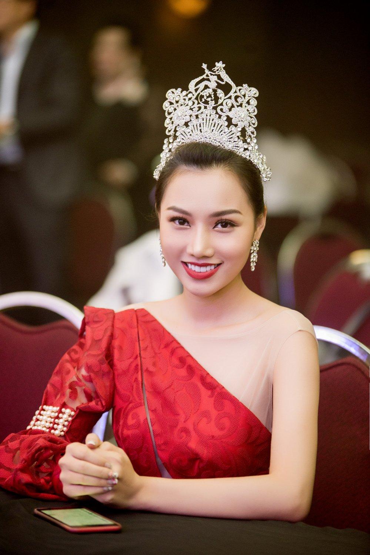 Giam khao Hoang Thu Thao khang dinh khong thien vi Dieu Linh tai 'Nu hoang Du lich Quoc te 2018' hinh anh 1