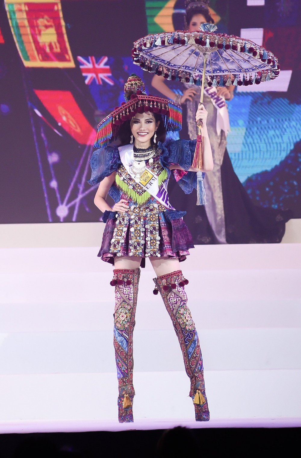 Dieu Linh dung chan o top 10, nguoi dep Brazil dang quang 'Nu hoang Du lich Quoc te 2018' hinh anh 3