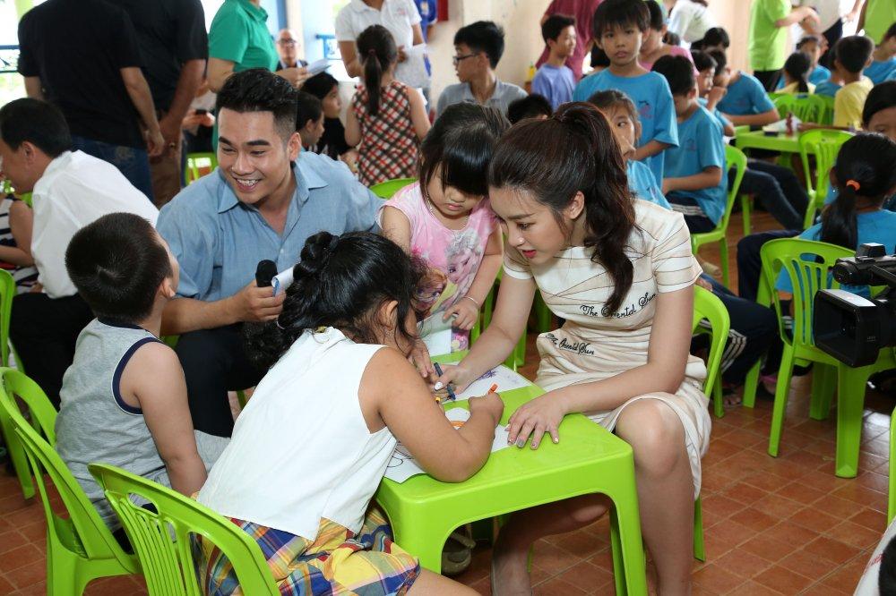 Ban ron lam giam khao 'Hoa hau Viet Nam 2018', Do My Linh van tat bat di tu thien hinh anh 2