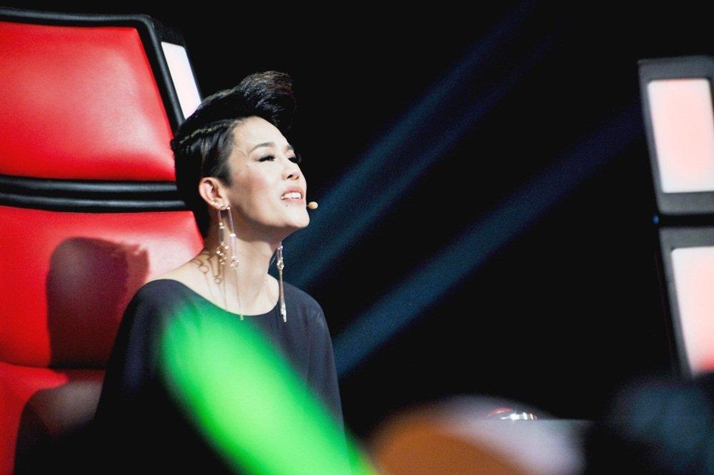Hoa hau Chuyen gioi nhanh chong bi loai tai 'Giong hat Viet 2018' hinh anh 2