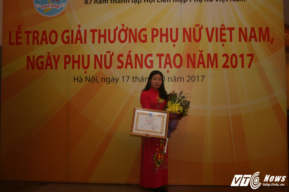 Nu thac si hoa sinh khang dinh gia tri cay thuoc Viet hinh anh 2