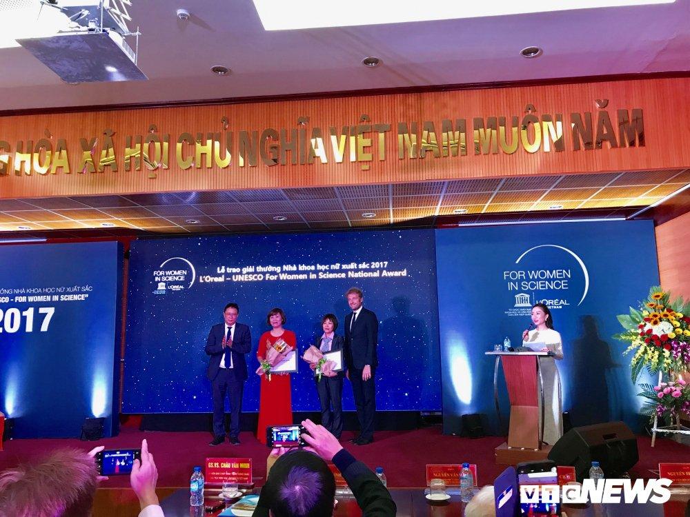 Trao Giai thuong nghien cuu khoa hoc danh cho nu gioi L'Oreal – UNESCO nam 2017 hinh anh 1