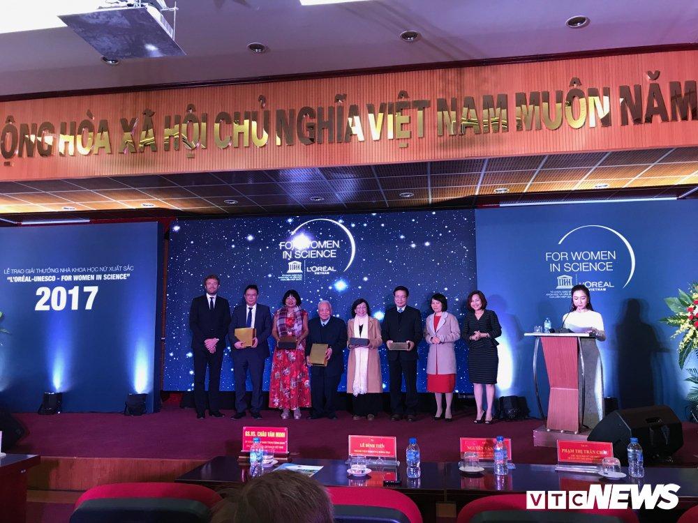 Trao Giai thuong nghien cuu khoa hoc danh cho nu gioi L'Oreal – UNESCO nam 2017 hinh anh 2