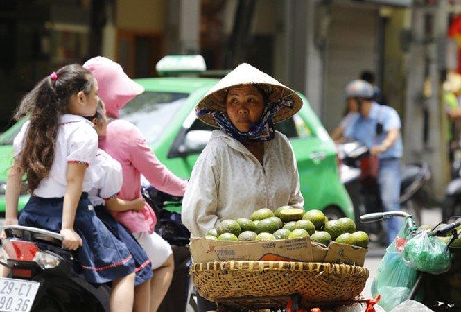 Tang thue VAT 12%: 'Bo Tai chinh noi khong anh huong nguoi ngheo la vong vo, lap lo' hinh anh 2
