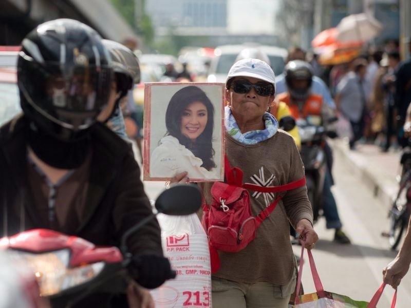 Doan xe cho ba Yingluck toi gan bien gioi Campuchia hinh anh 1