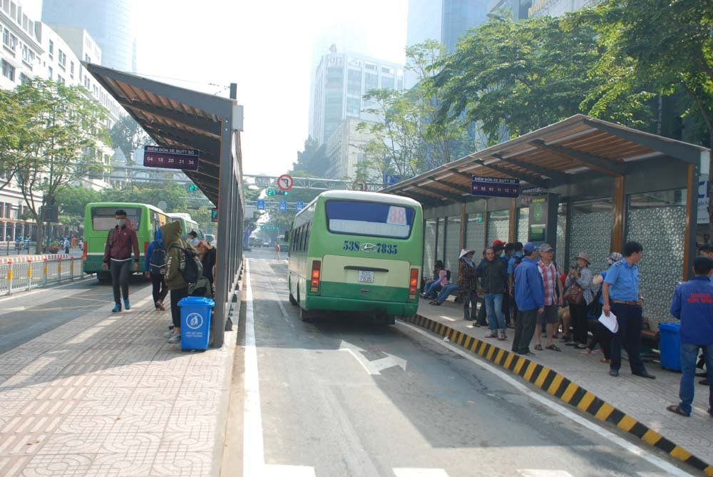 Tram xe buyt 8,5 ty dong sang chanh nhat Sai Gon co gi? hinh anh 9