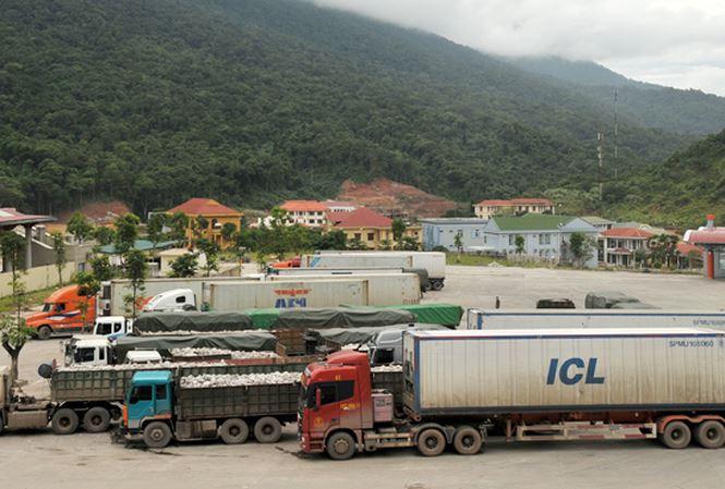 Vi sao 4 container xe Toyota Highlander hang chuc ty dong vo chu o cang Hai Phong? hinh anh 1