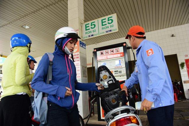 Ethanol tang gia vi doc quyen, uy hiep xang E5? hinh anh 4