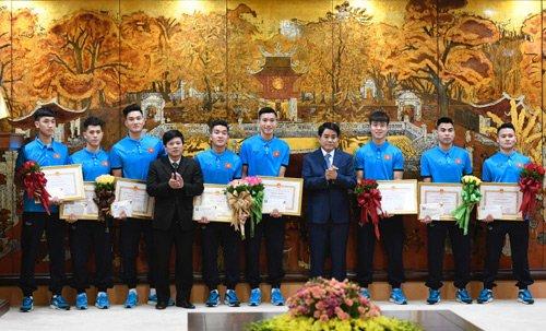 Chu tich Ha Noi chuc mung HLV Park Hang Seo va doi tuyen U23 Viet Nam hinh anh 2