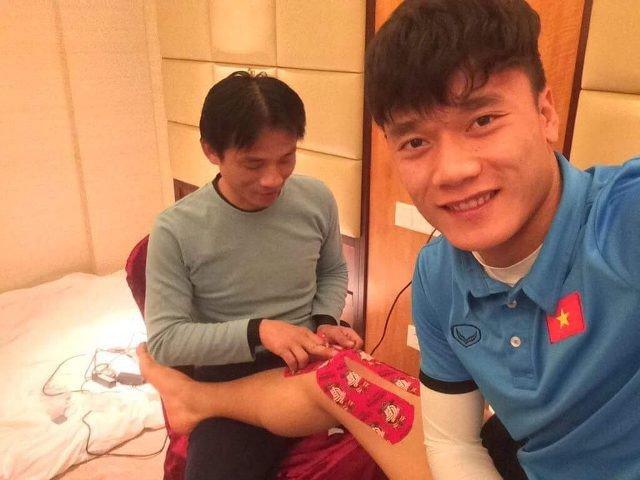 Bac si doi tuyen U23 Viet Nam lan dau tiet lo hinh anh cham soc cac 'cau thu vang' hinh anh 1