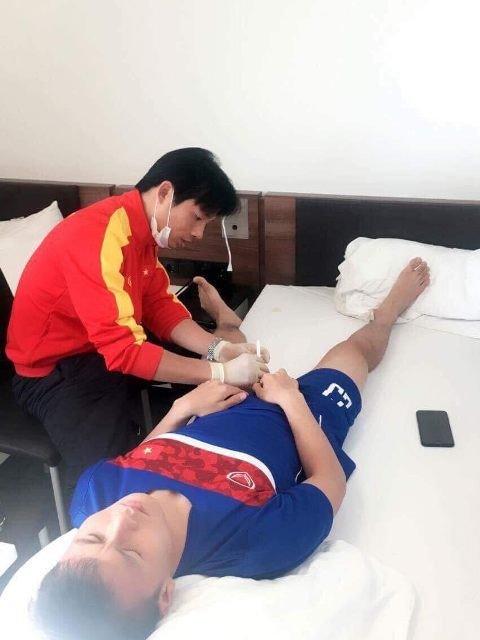 Bac si doi tuyen U23 Viet Nam lan dau tiet lo hinh anh cham soc cac 'cau thu vang' hinh anh 4