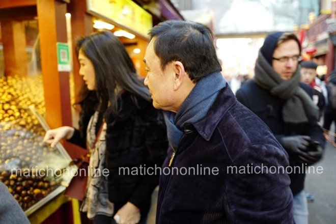 Phat hien Thaksin va Yingluck cung di mua sam tai Bac Kinh hinh anh 1